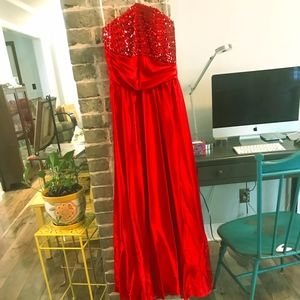 Stunning red sequined dress